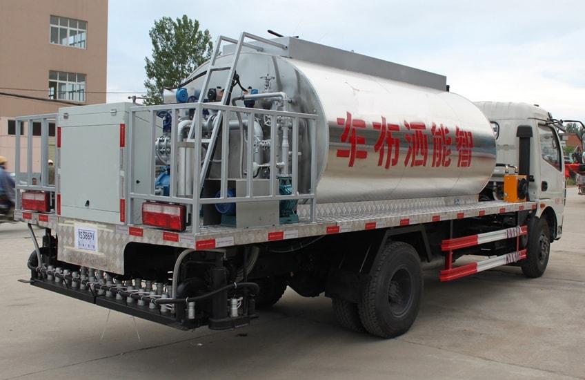 东风多利卡6吨沥青洒布车图片二.JPG