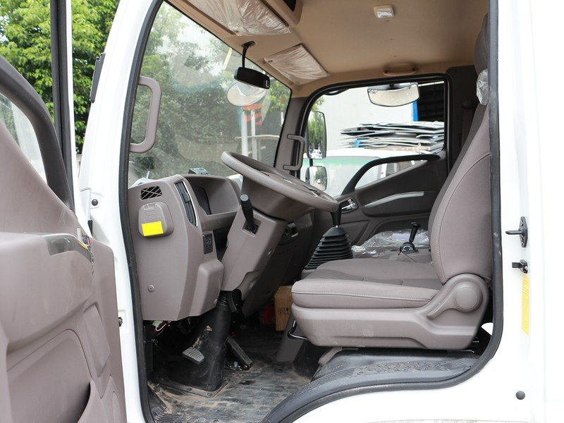 福田欧马可3s冷藏车主驾驶室