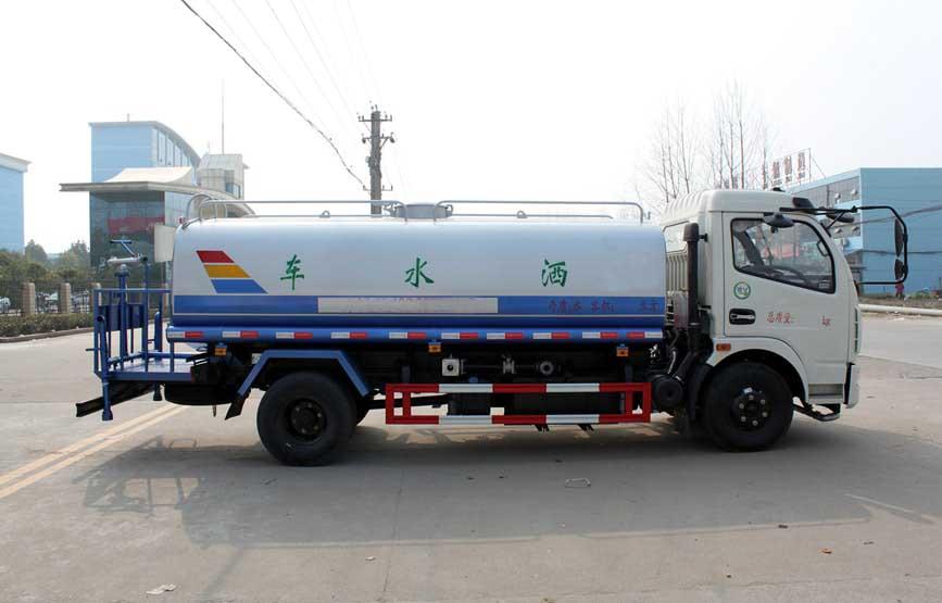 东风多利卡8吨洒水车图片.jpg
