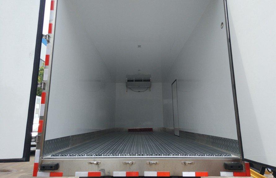 东风天锦小三轴冷藏车厢体图片