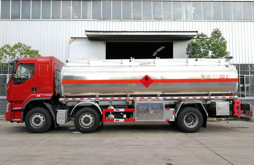 东风柳汽小三轴铝合金油罐车正侧图片