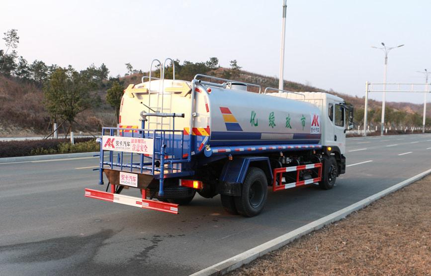 东风创普15吨洒水车图片