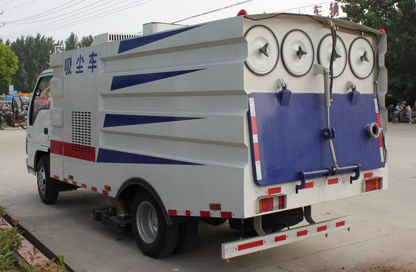 五十铃3吨小型吸尘车图片(车头向左后45度)