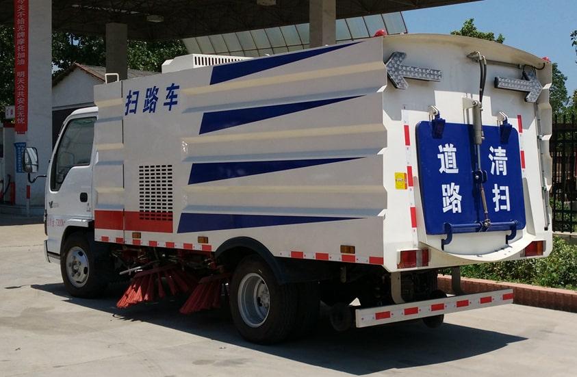 五十铃3吨扫路车图片(车头向左后45度)
