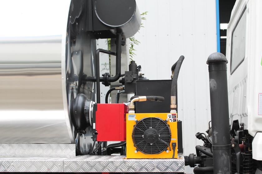 东风特商12吨沥青洒布车上装配置图片