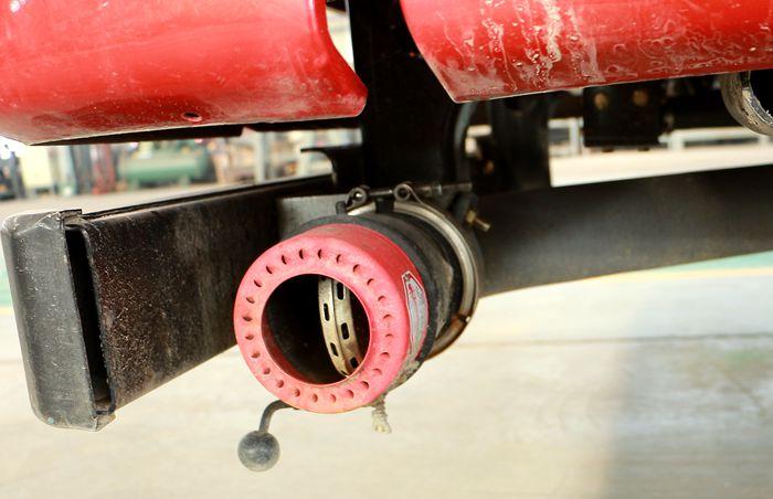 解放前四后八23吨油罐车排气管图片