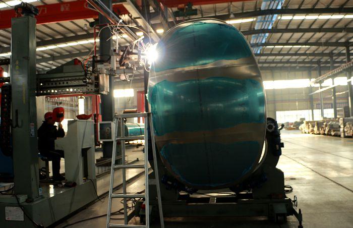 铝合金油罐车罐体焊接图片