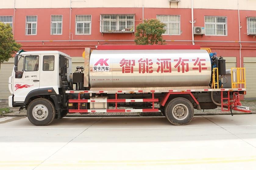 重汽金王子12吨沥青洒布车图片