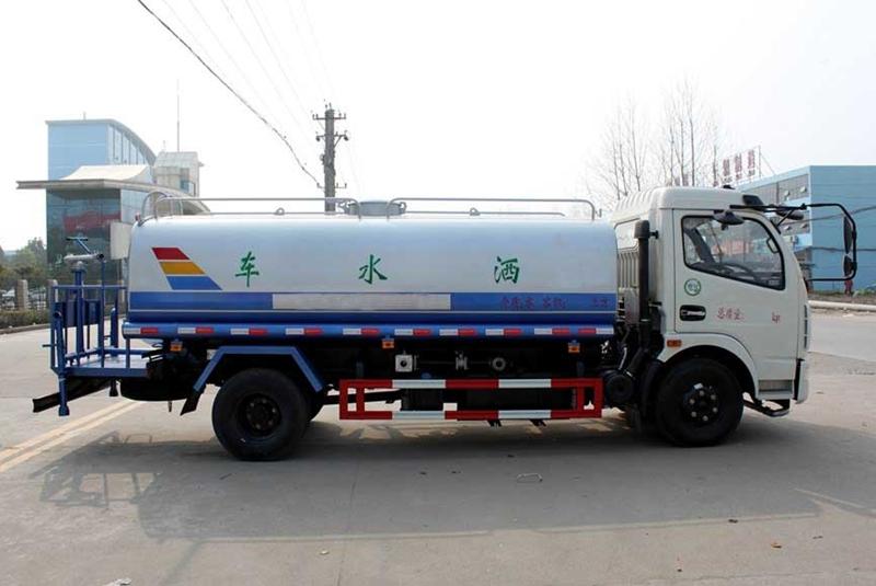 东风8吨洒水车图片