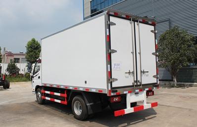 福田欧马可4.2米冷藏车斜后图片