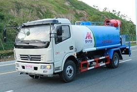 东风多利卡8吨洒水喷雾车